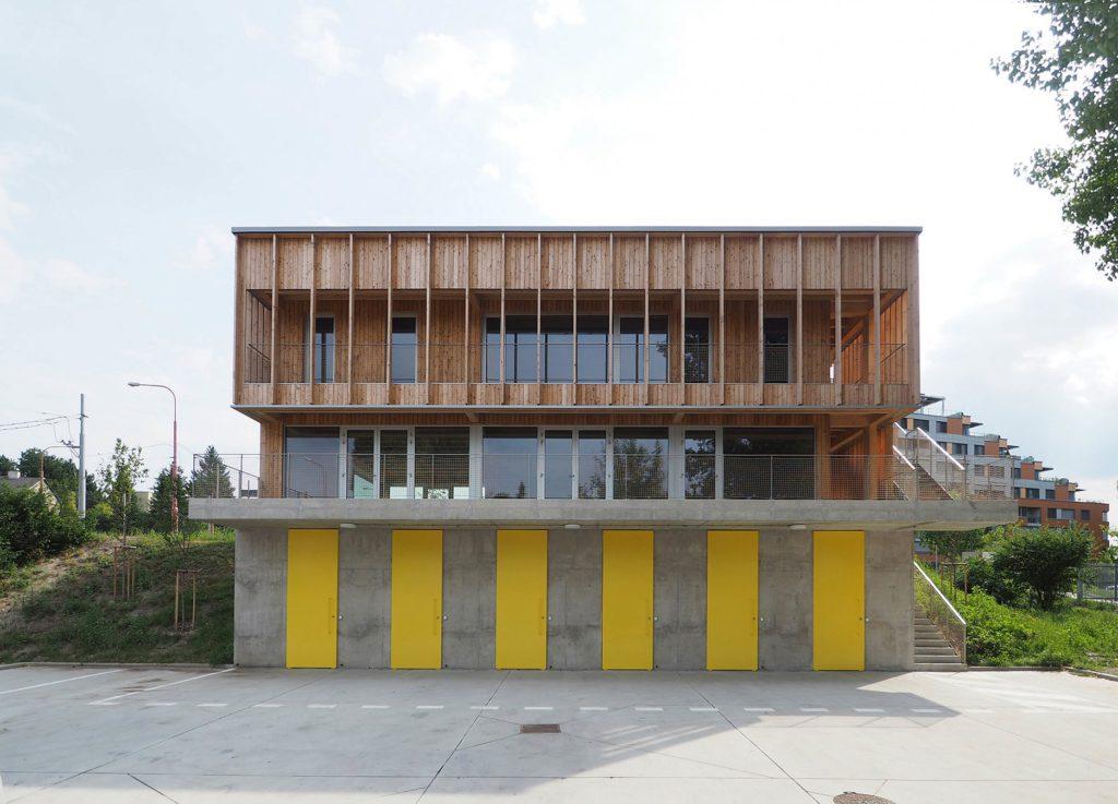 Drevená lepená konštrukcia, lepené lamelové nosníky - Lodenica , Bratislava, drevená konštrukcia