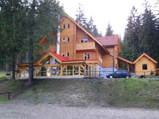 Drevená lepená konštrukcia, lepené lamelové nosníky - Penzión Racibor