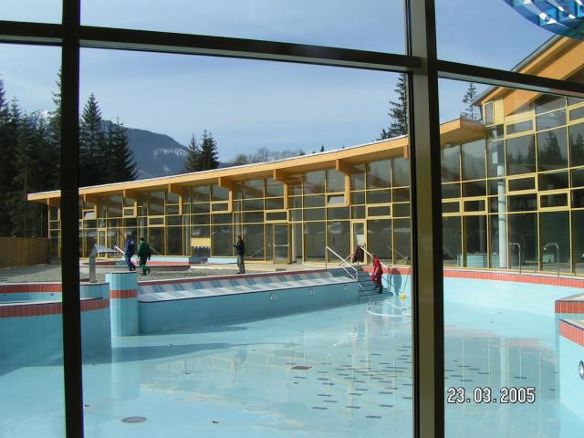 Drevená lepená konštrukcia, lepené lamelové nosníky - Meander Oravice – Aquapark