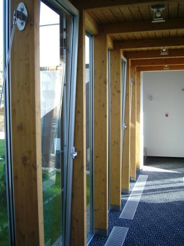 Drevená lepená konštrukcia, lepené lamelové nosníky - Bazén pri hoteli Tartuf