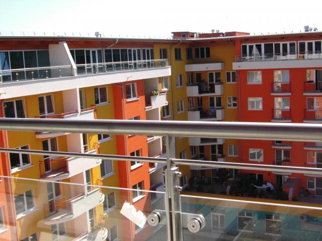 Drevená lepená konštrukcia, lepené lamelové nosníky - Polyfunkčné centrum Bratislava