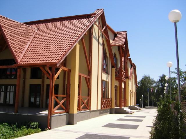 Drevená lepená konštrukcia, lepené lamelové nosníky - Kultúrny dom Hamuliakovo