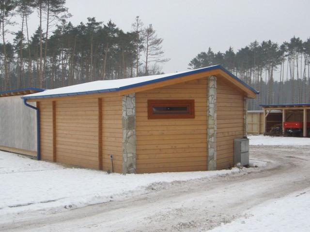 Drevená lepená konštrukcia, lepené lamelové nosníky - Zázemie golfového areálu