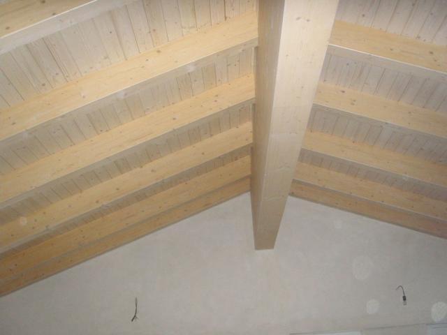 Drevená lepená konštrukcia, lepené lamelové nosníky - Polyfunkčná budova