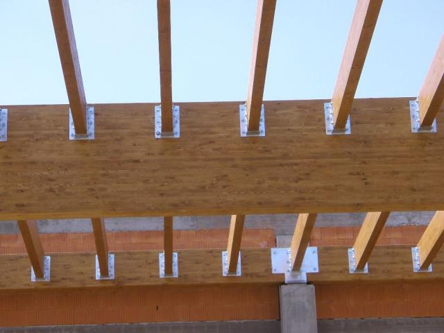 Drevená lepená konštrukcia, lepené lamelové nosníky - Polyfunkčný Objekt Dohňany