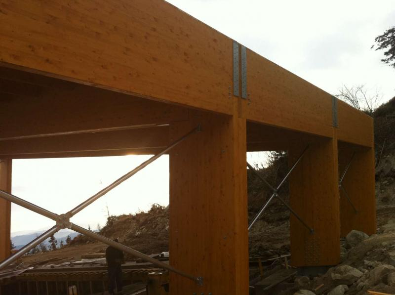Drevená lepená konštrukcia, lepené lamelové nosníky - Wellness pri hoteli Baník