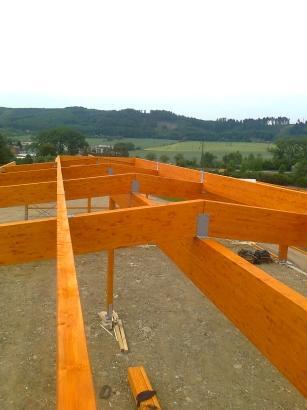 Drevená lepená konštrukcia, lepené lamelové nosníky - Firemná hala Lelekovice
