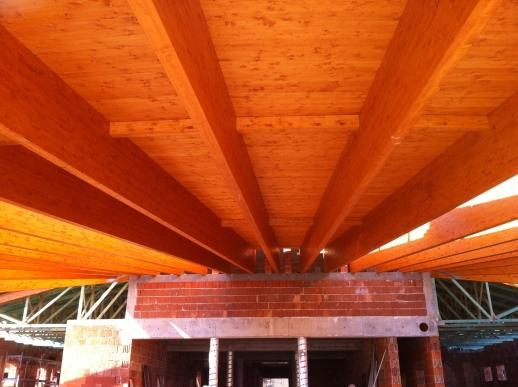 Drevená lepená konštrukcia, lepené lamelové nosníky - Rekreačné centrum Belá
