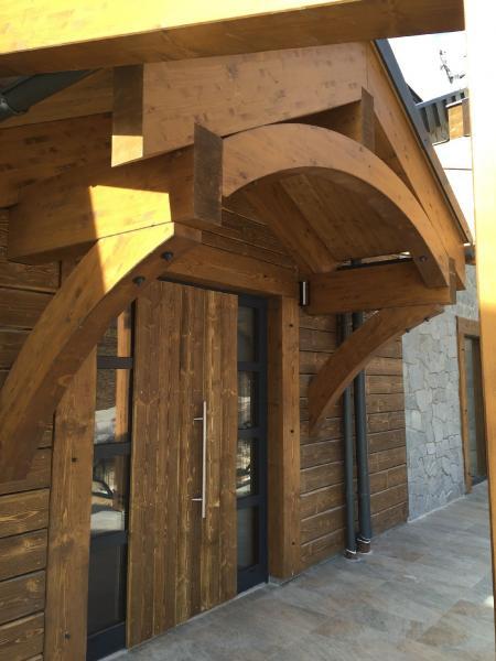 Drevená lepená konštrukcia, lepené lamelové nosníky - Pivovarská reštaurácia Donovaly