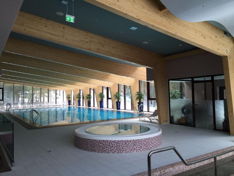 Drevená lepená konštrukcia, lepené lamelové nosníky - Wellness hotela Chopok