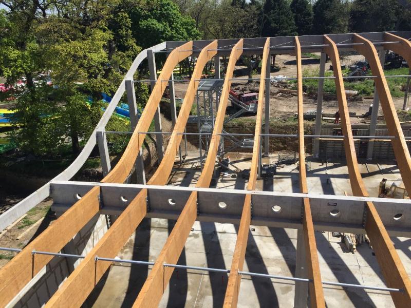 Drevená lepená konštrukcia, lepené lamelové nosníky - Thermal Kesov – tobogánová hala