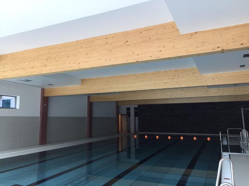 Drevená lepená konštrukcia, lepené lamelové nosníky - Hotel Tenis, Zvolen