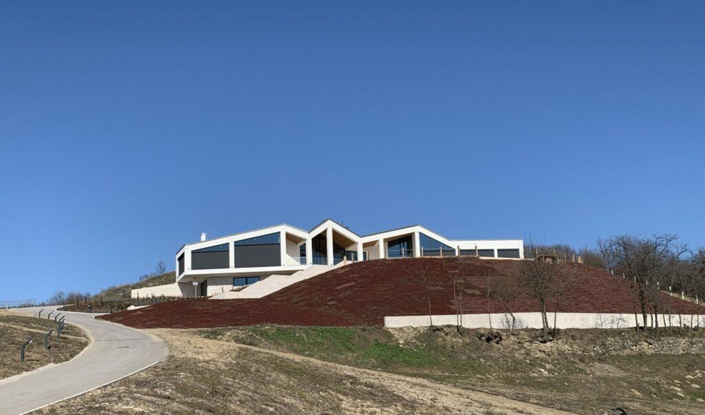 Drevená lepená konštrukcia, lepené lamelové nosníky - Vinárska rezidencia